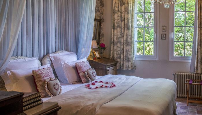Nuit romantique avec spa priv offre sp ciale nuit for Chambre de nuit romantique