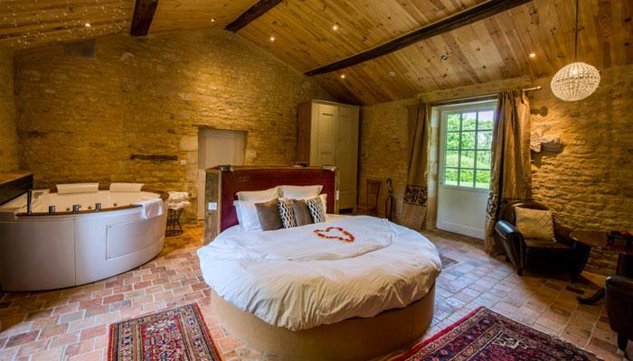 week end amoureux avec jacuzzi privatif offre sp ciale. Black Bedroom Furniture Sets. Home Design Ideas